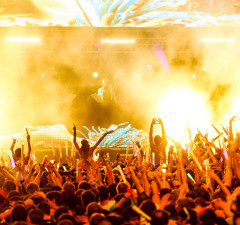 dash-berlin-greeted-by-people-hd-wallpaper-picture-ultra-music-fest-2013-wmc-miami2